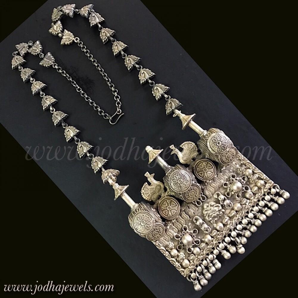 Touchstone Collier dinspiration bahubali dinspiration bahubali /à triple ligne avec perles synth/étiques et perles de grande qualit/é pour femme Vert